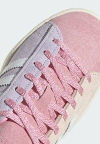 adidas Originals - CAMPUS 80S - Sneakersy niskie - pink tint/ftwr white/purple tint - 7