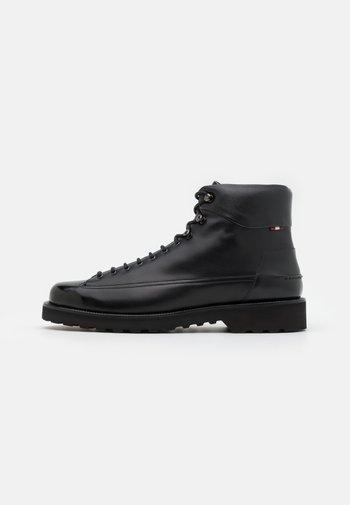 NORKWEL - Šněrovací kotníkové boty - black
