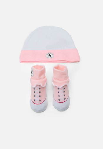 FRILLY CHUCKS SET