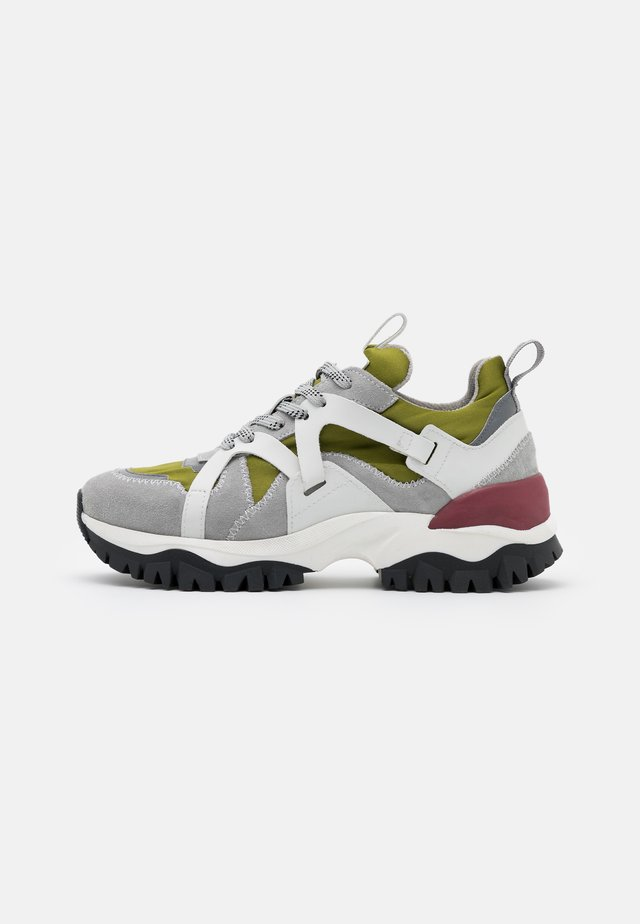 SLFAMY TRAINER - Sneakers basse - winter moss