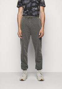 Han Kjøbenhavn - PANTS - Tracksuit bottoms - dark grey - 0