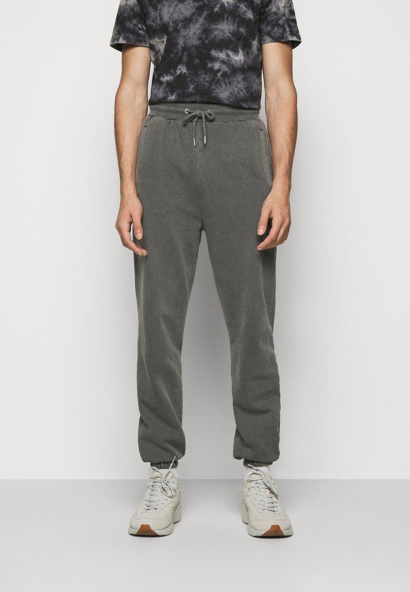 Han Kjøbenhavn - PANTS - Tracksuit bottoms - dark grey