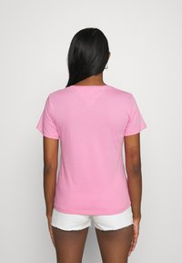 Tommy Jeans - T-shirts med print - pink daisy - 2