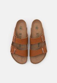 Birkenstock - ARIZONA VEGAN FOOTBED - Pantofole - saddle matt ginger brown - 3