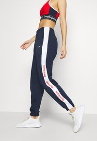Reebok - LINEAR LOGO PANT - Trainingsbroek - dark blue - 3