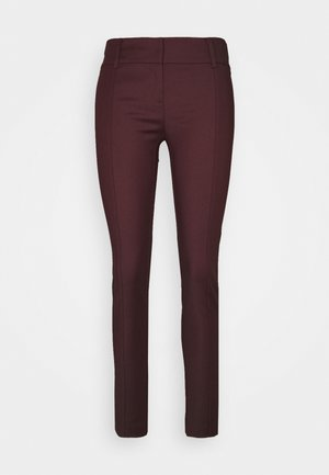 LOW FIT PANT - Bukse - violet swan
