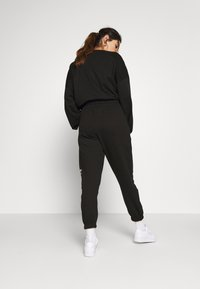 Missguided Petite - GRAPHIC - Tracksuit bottoms - black - 2