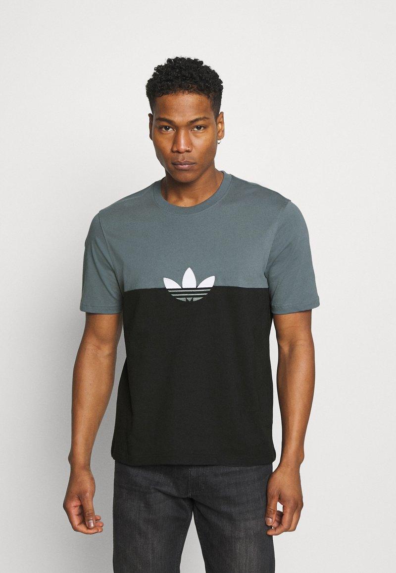 adidas Originals - SLICE BOX - T-shirts print - black/blue oxide