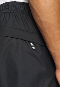 Nike SB - TRACK PANT - Verryttelyhousut - black/fossil - 5