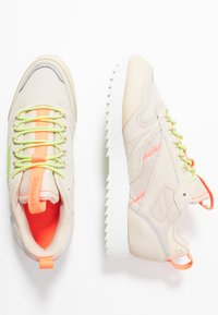 Reebok Classic - RIPPLE TRAIL - Sneakers - stucco/lemon glow/solar orange