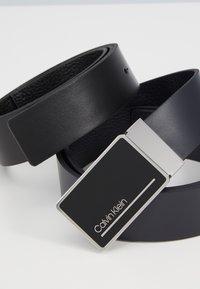 Calvin Klein - PLAQUE STRAPS GIFTSET 2 PACK - Vyö - blue - 2