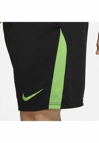 Nike Performance - SHORT TRAIN - Korte sportsbukser - black mean green mean green - 4