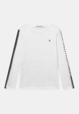INSTITUTIONAL SPRAY - Pitkähihainen paita - bright white