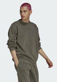 adidas Originals - Sweatshirt - brown - 2