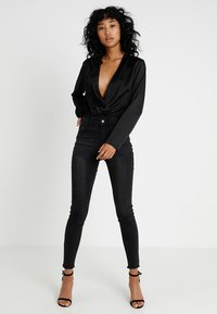Missguided - WRAP FRONT PLUNGE BODYSUIT - Blus - black - 1