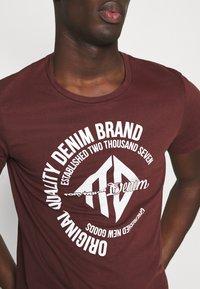 TOM TAILOR DENIM - WITH COINPRINT - Print T-shirt - decadent bordeaux - 5