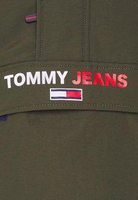 Tommy Jeans - SOLID POPOVER JACKET UNISEX - Windbreaker - dark olive - 6