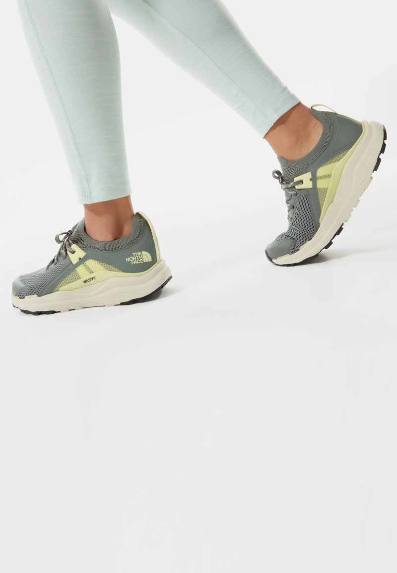 The North Face - HYPNUM - Chaussures de marche - agavegreen/palelimeyellow