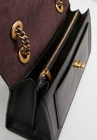 Coach - PARKER SHOULDER BAG - Handbag - ol/black - 4