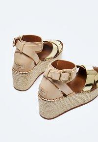 Pepe Jeans - WITNEY COLLAR - Platform sandals - gold - 5