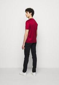 Emporio Armani - Basic T-shirt - bordeaux - 2