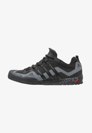 TERREX SWIFT SOLO - Climbing shoes - black/lead