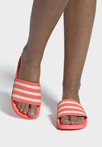 adidas Originals - ADILETTE  - Muiltjes - seflor/ftwwht/seflor - 0