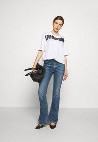 Love Moschino - T-shirt imprimé - optical white - 1