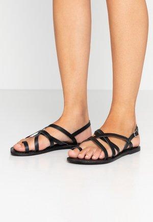 WIDE FIT JOSETTE CROSS OVER STRAPPY TOE LOOP - T-bar sandals - black