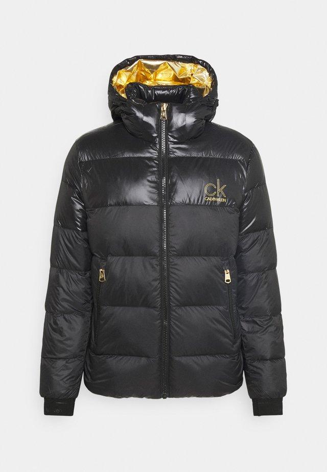 LOGO PUFFER JACKET - Down jacket - black