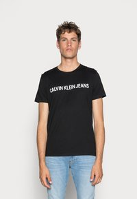 Calvin Klein Jeans - CORE INSTITUTIONAL LOGO TEE - Triko spotiskem - ck black - 0