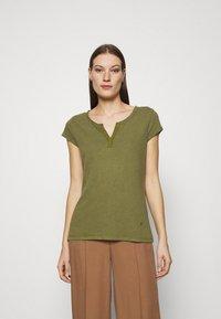 Mos Mosh - TROY TEE - Basic T-shirt - capulet olive - 0