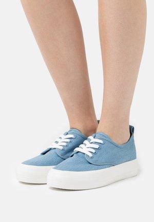 Trainers - blue denim