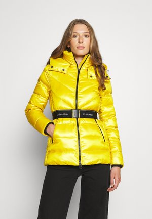 LOFTY REAL DOWN BELTED JACKET - Down jacket - sulphur