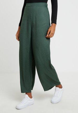 JANIS WIDE LEG - Trousers - green