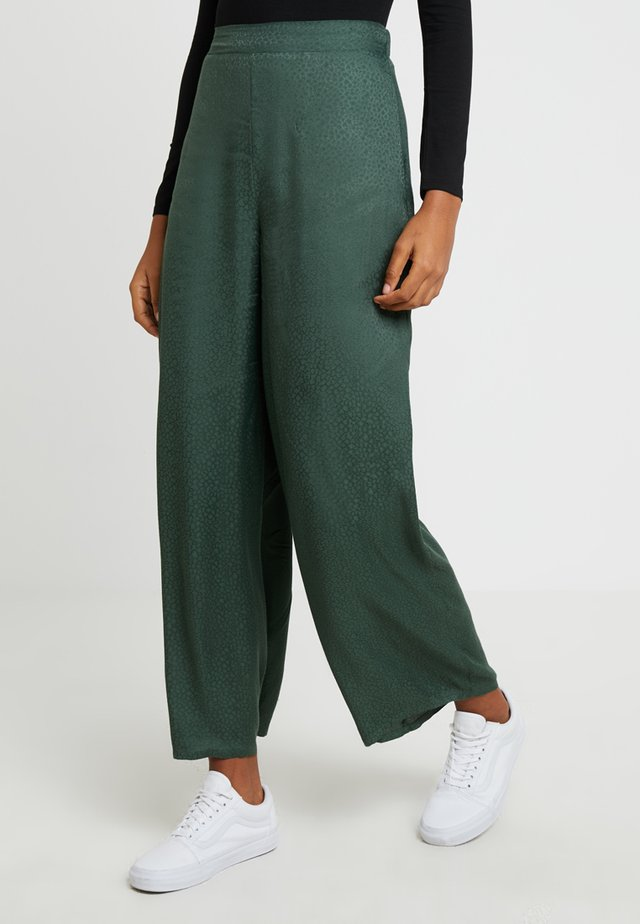 JANIS WIDE LEG - Trousers - green