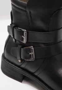 Vero Moda - VMVILMA BOOT - Cowboy- / bikerstøvlette - black - 2