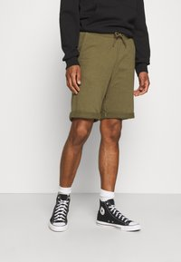 Pier One - Tracksuit bottoms - olive - 0