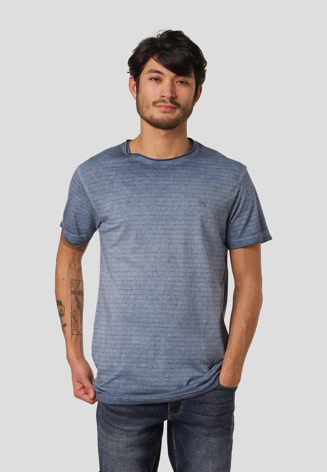 TANNER  - T-shirt med print - blue