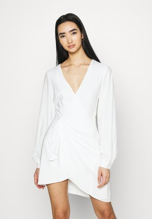 GATHERED OVERLAP DRESS - Vestido de cóctel - white
