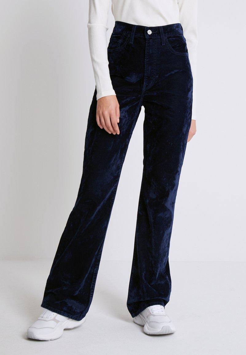 Levi's® - RIBCAGE BOOT - Spodnie materiałowe - lush indigo velvet