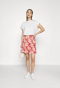 Vila - VIBE SHORT SKIRT 2 PACK - Mini skirt - black/scarlet flame - 0