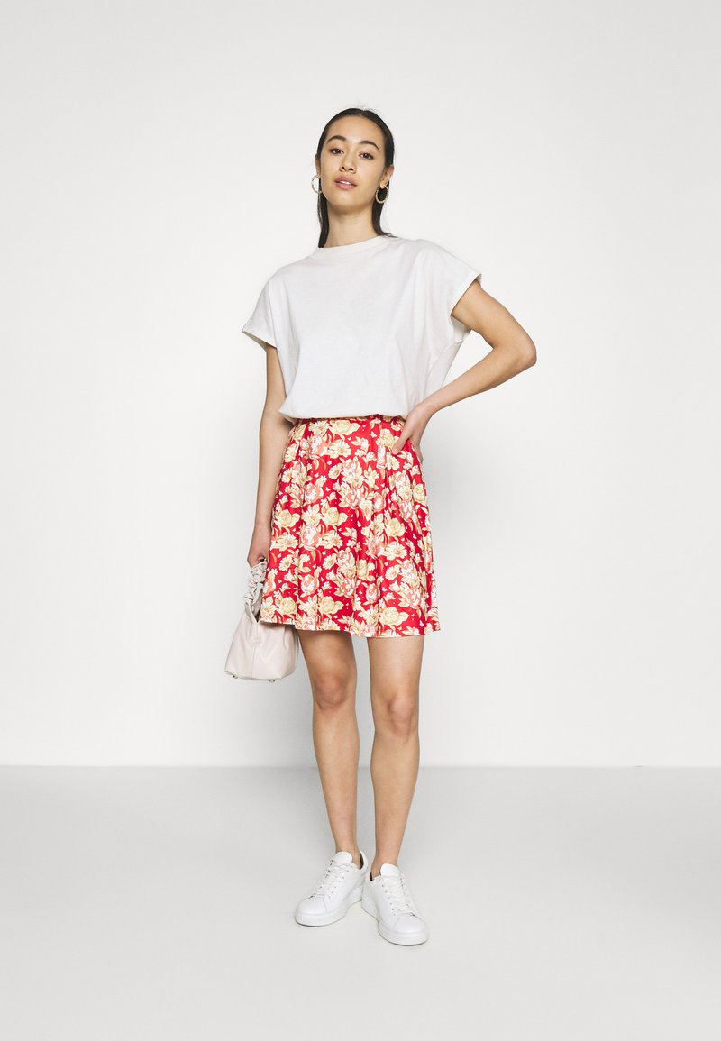 Vila - VIBE SHORT SKIRT 2 PACK - Mini skirt - black/scarlet flame