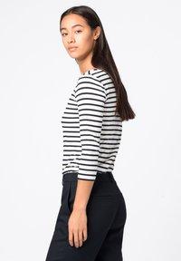 HALLHUBER - T-shirt à manches longues - dunkelblau - 2