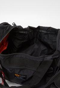 Alpha Industries - CREW DUFFLE BAG UNISEX - Viikonloppukassi - black - 2