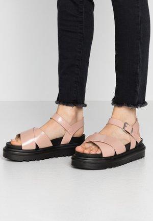 WIDE FIT CARMEN - Sandály na platformě - blush