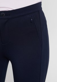 Tommy Hilfiger - HERITAGE FIT PANTS - Trousers - midnight - 5