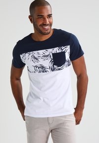 Pier One - T-shirt con stampa - navy/white - 0