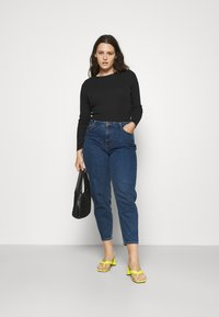 Pieces Curve - PCVERA RELAXED  - Relaxed fit jeans - medium blue denim - 1