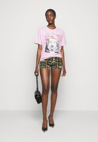 Versace Jeans Couture - LADY - Shorts - black - 1